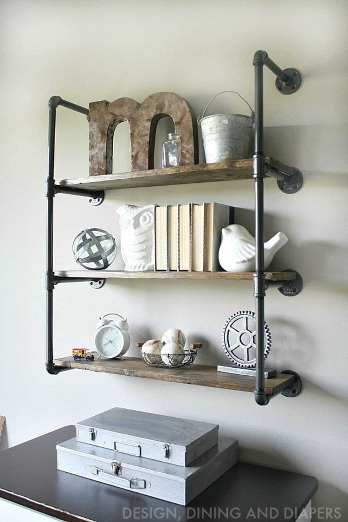 Industrial-style Pipe-and Pallet Shelves