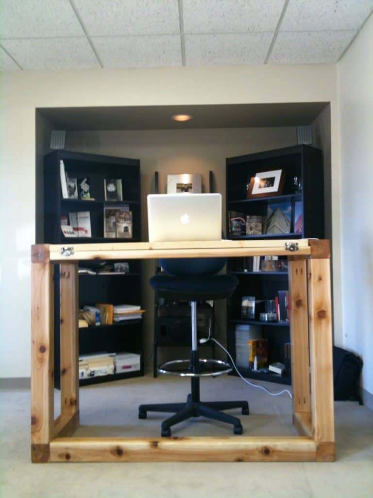 Solid and Simple Rectangular Standing Desk