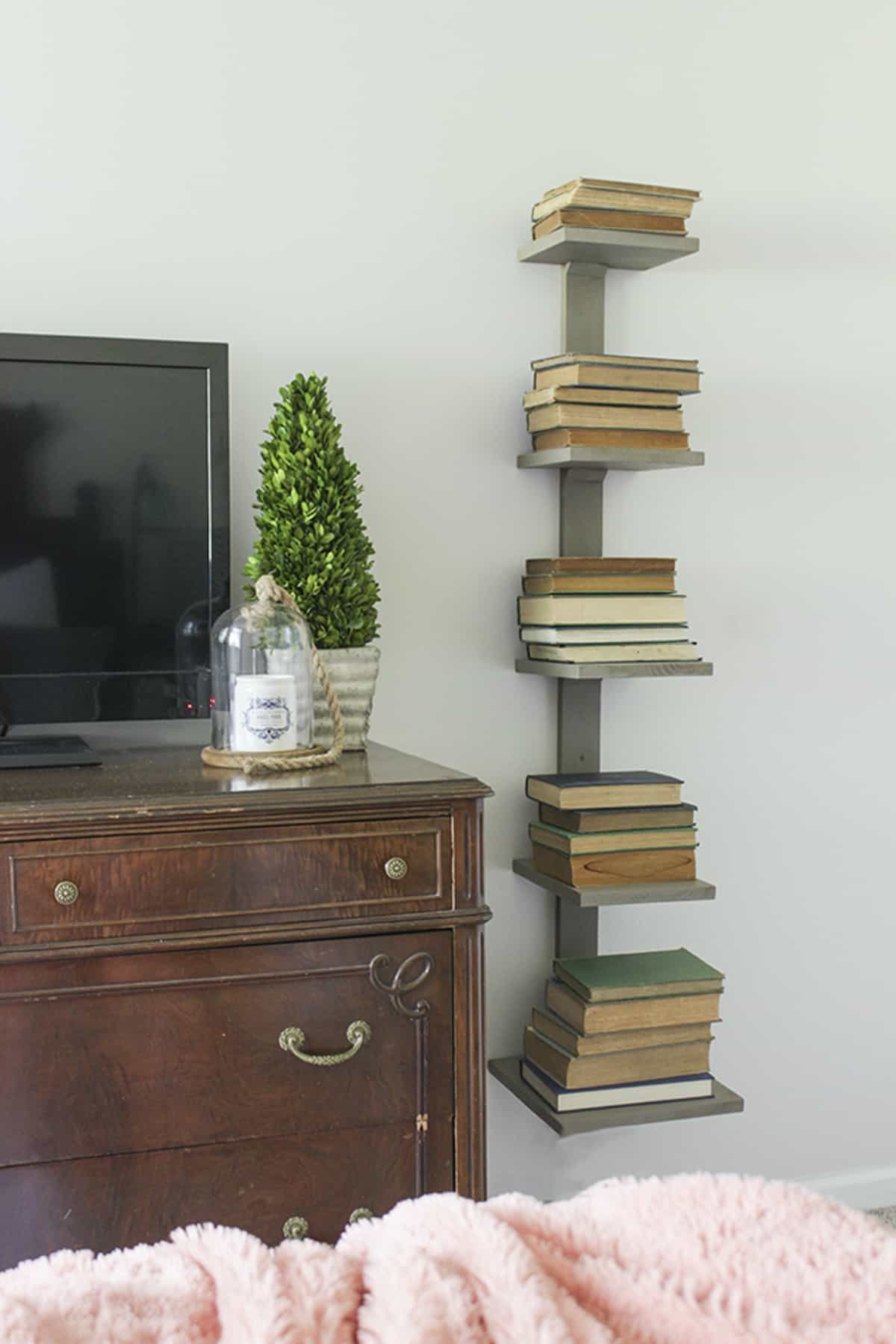 Pedestal Bookshelf with Spine