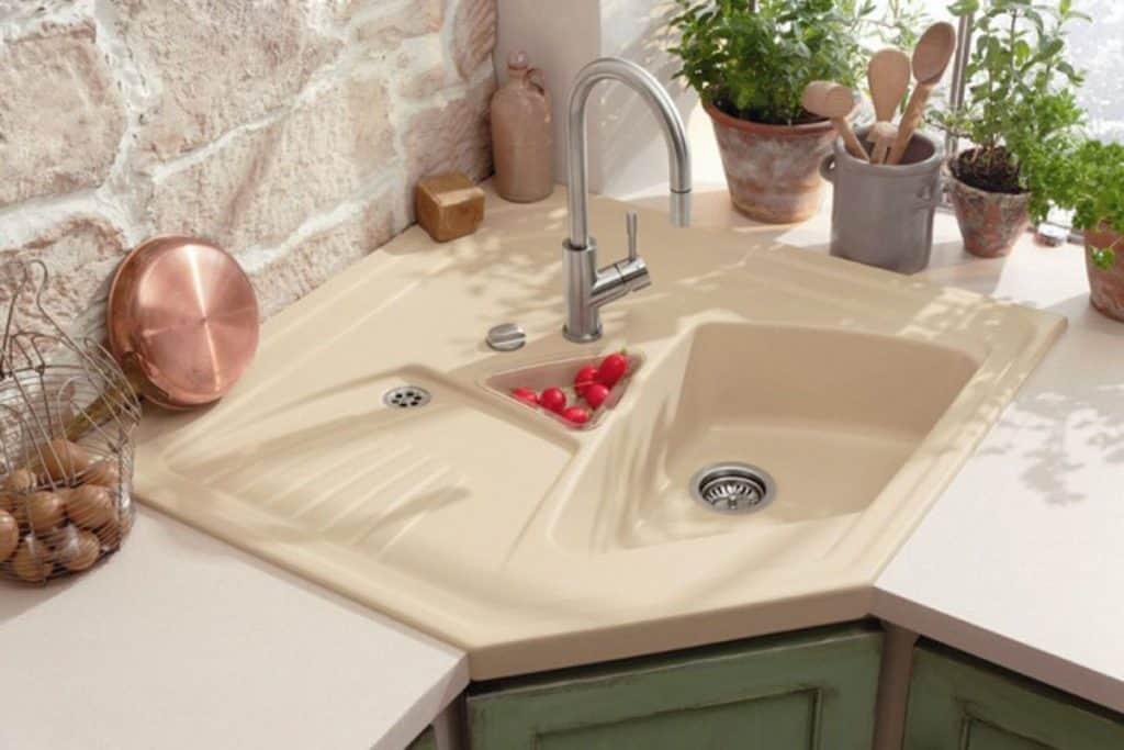 Modern, Asymmetrical Corner Sink (by. homedit.com)