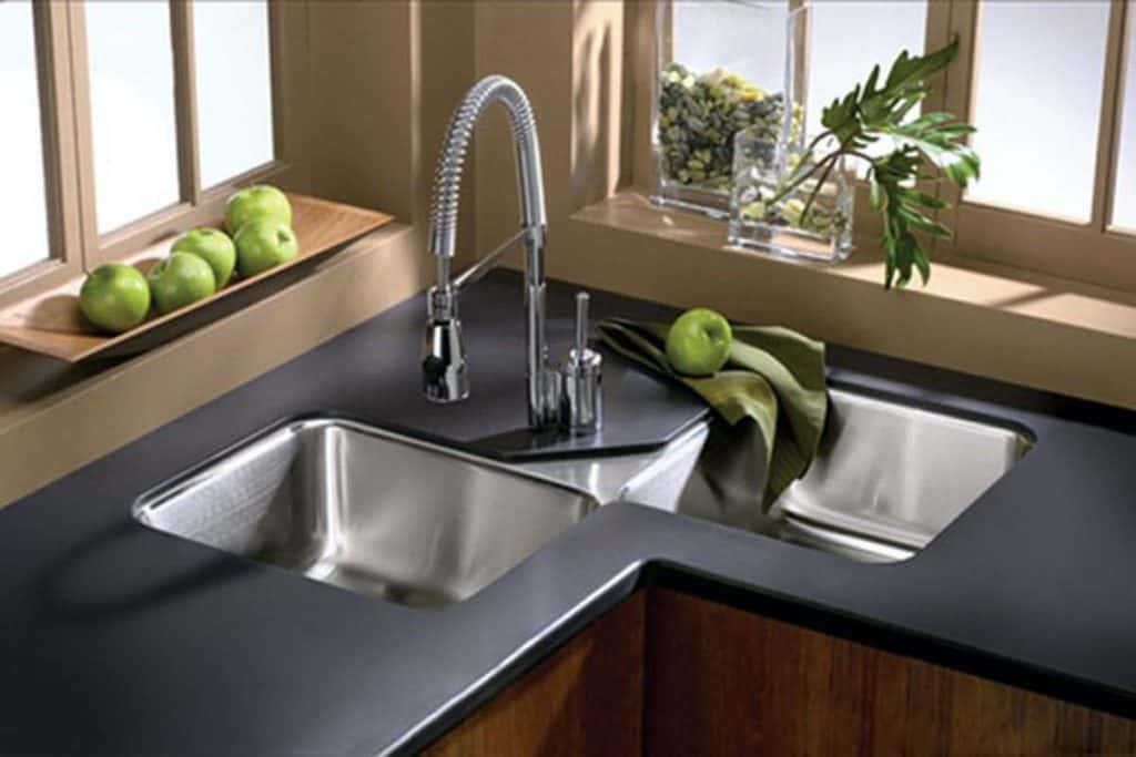 Contemporary Double Undermount Sink (by. homedit.com)