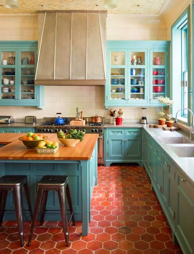 Red and Turquoise Spanish Kitchen (by. houseofturquoise.com)