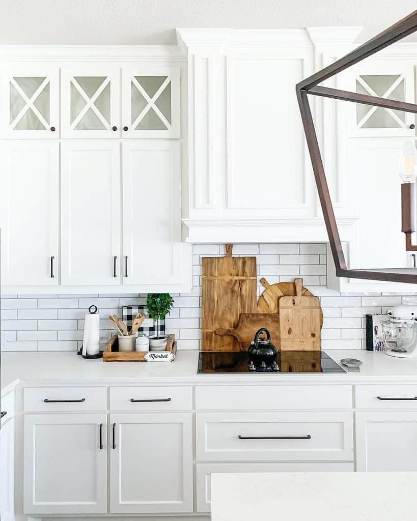 White and Sleek Farmhouse Kitchen (by. @txsizedhome)