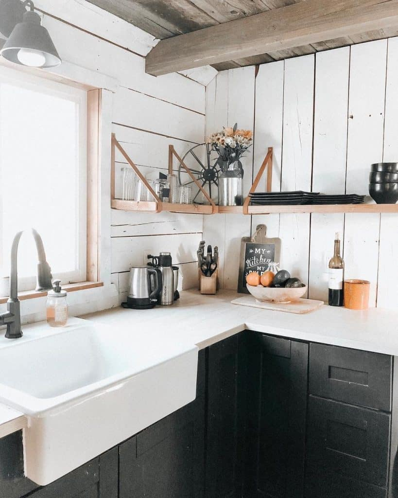 Rustic White Wooden Kitchen (by. @joriwilkinson)