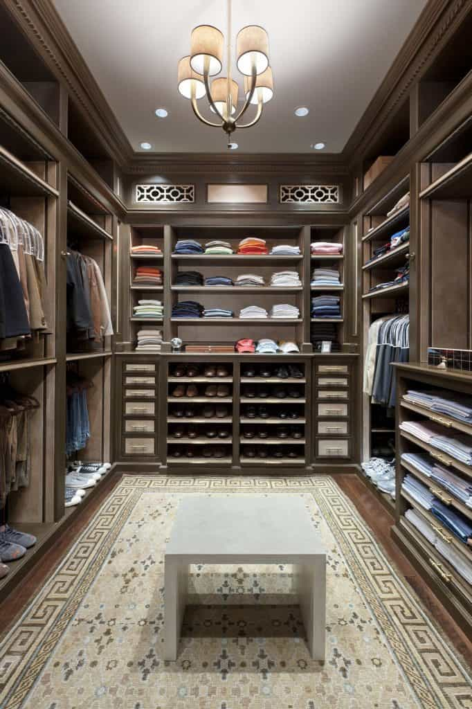 Elegant, U-shaped Closet (by. deringhall.com)