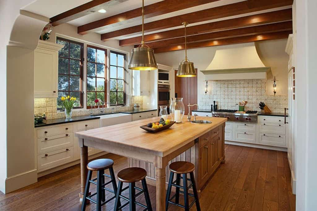 Modern Spanish Ranch Kitchen (by. houzz.com)