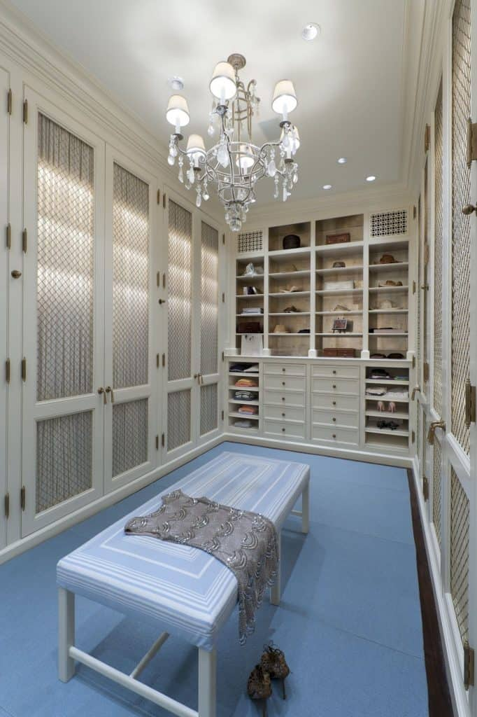Large and Elegant Walk-in Closet (by. deringhall.com)