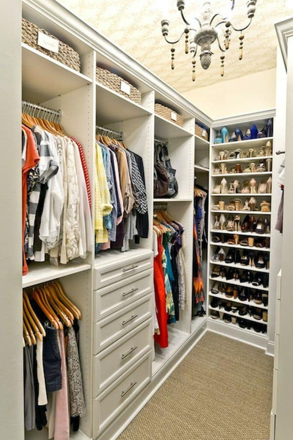 Small Walk-in Closet (by. decorpad.com)
