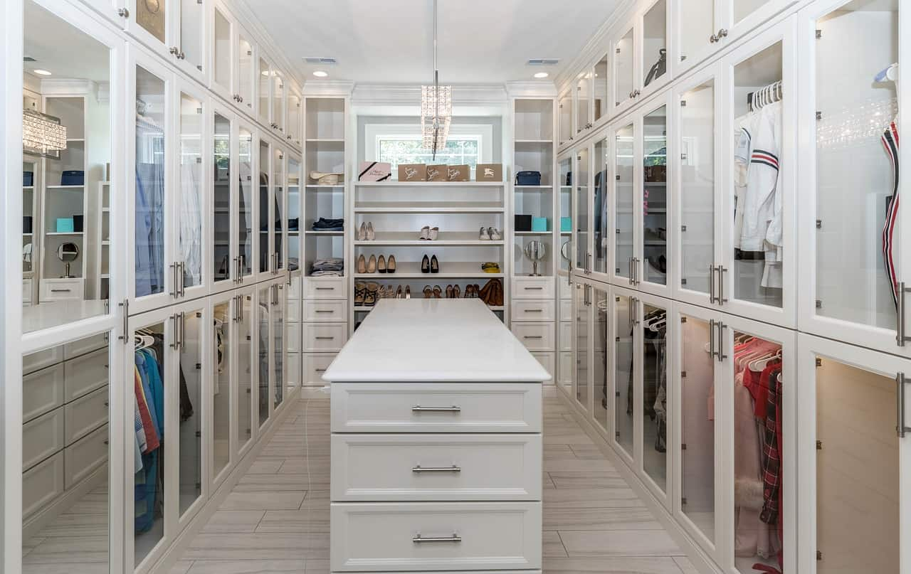 20 Clever Walk-in Closet Ideas (Decoration and Organization)