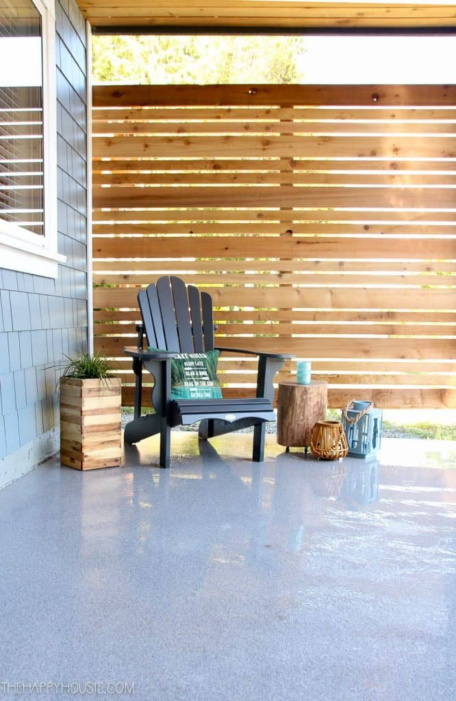 DIY Cedar Privacy Screen (by. thehappyhousie.porch.com)