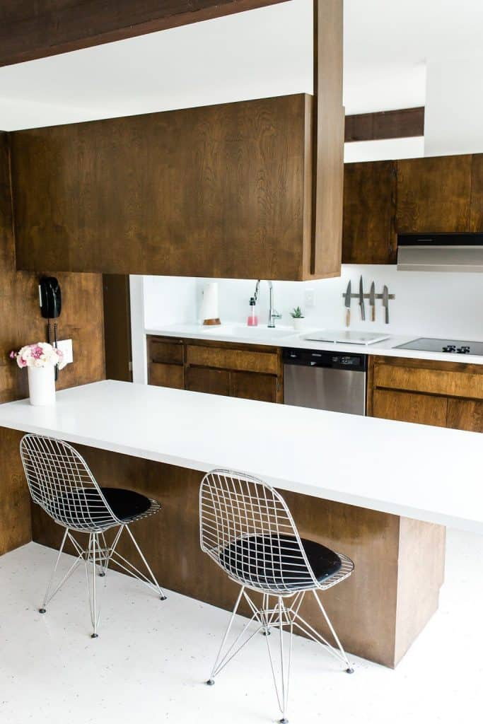Mid-Century Kitchen with Counters (by. bestfriendsforfrosting.com)