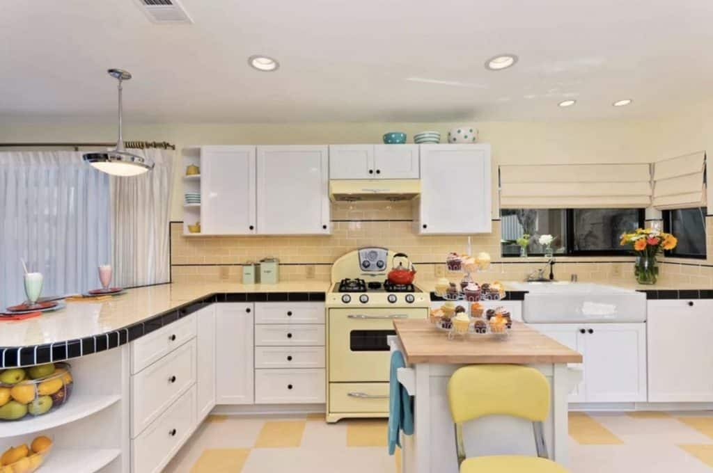 A Cheerful Vibe in the Mid-Century Kitchen (by. jacksondesignandremodeling.com)