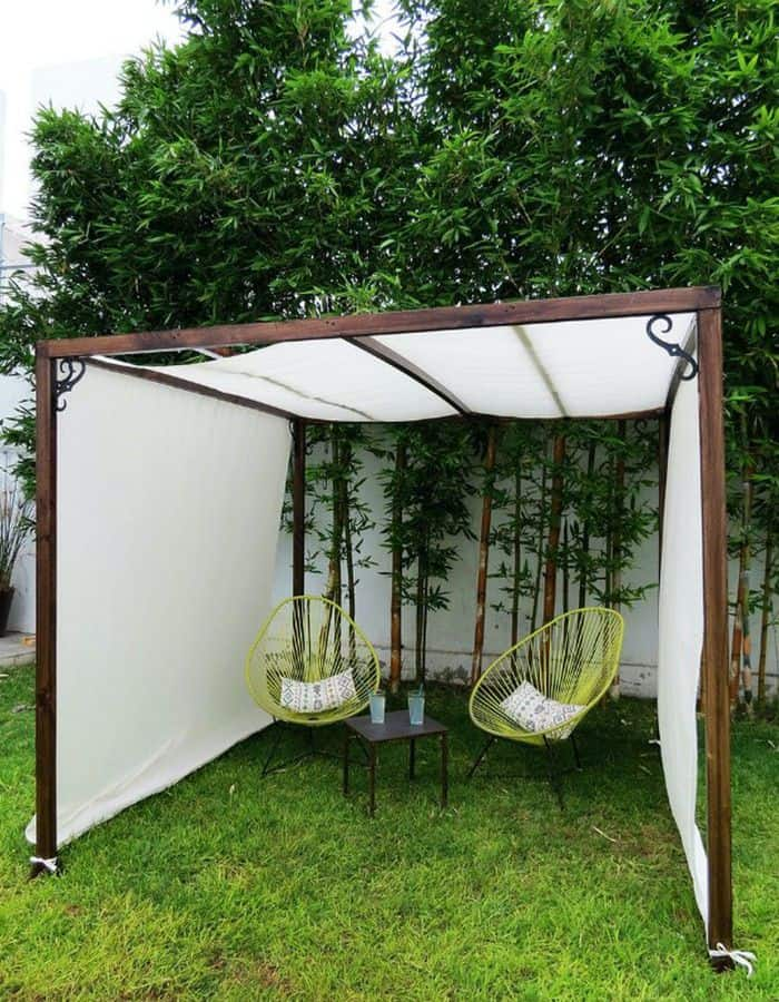 DIY White Tarpaulin Screen (by. bobvila.com)