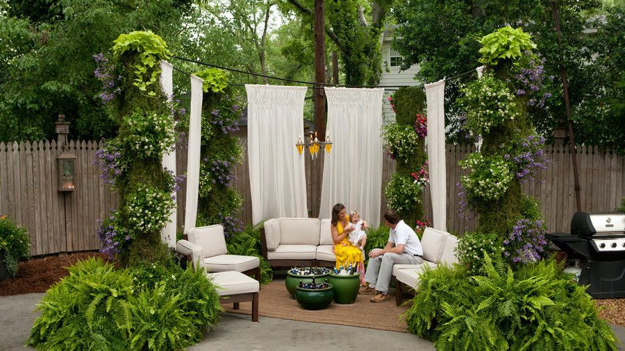 DIY Suspended Sheers Outdoor Privacy Screen (by. southernliving.com)
