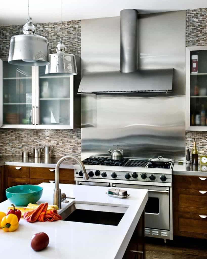 Metal Backsplash in Modern Industrial Design (by. bernardandre.com)