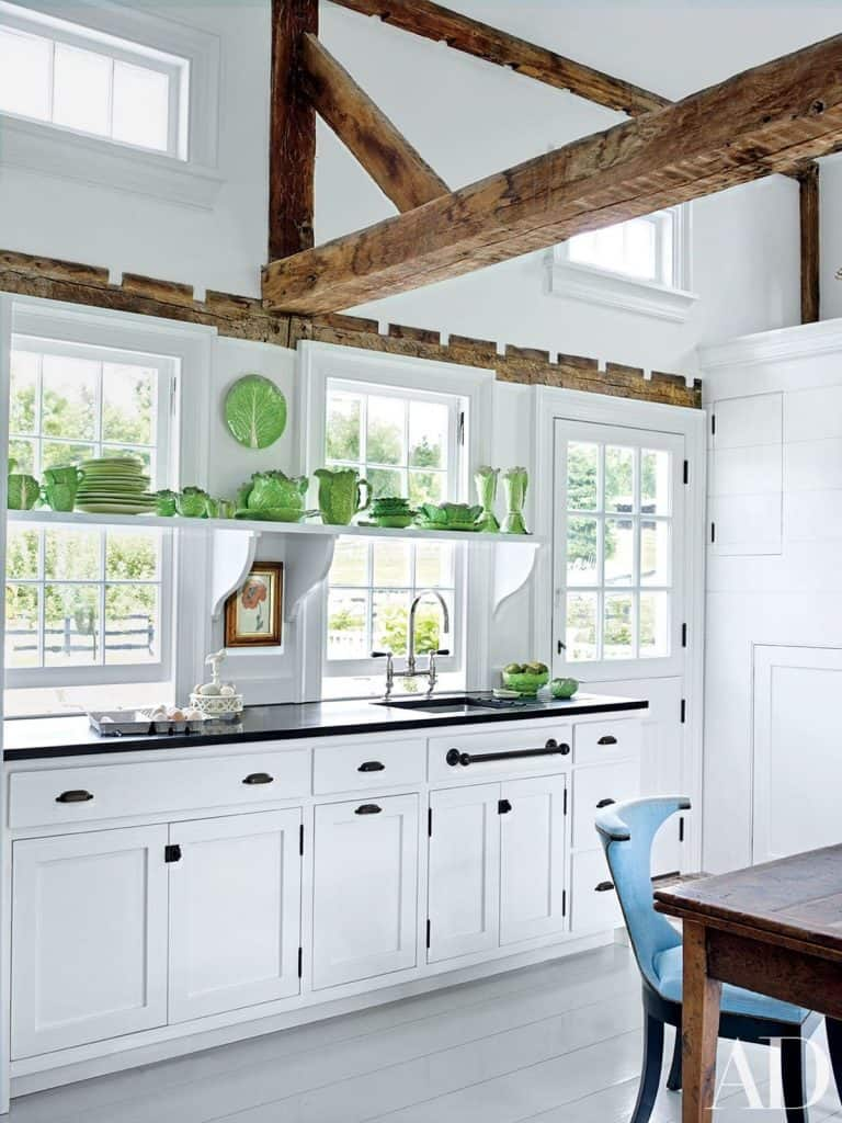 White Kitchen with Airy Atmosphere (by. architecturaldigest.com)