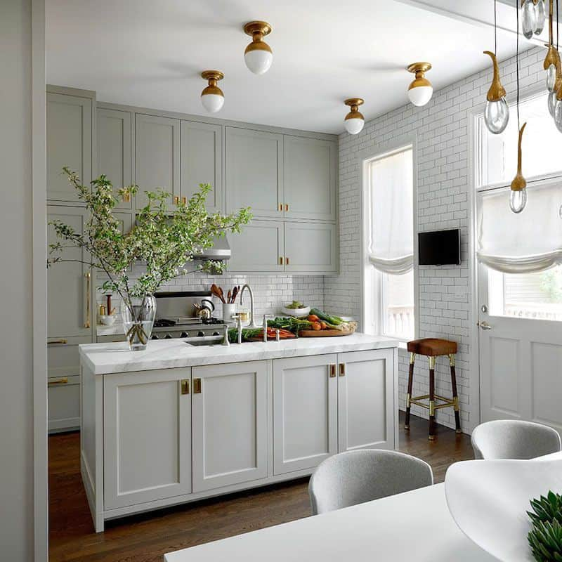 Gray Kitchen in Cromarty Shade (by. laurelberninteriors.com)