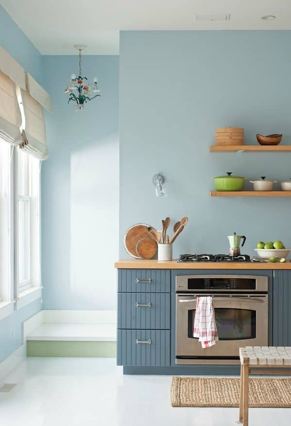 Bottom Cabinets in Soft Blue (by. deardesigner.co.uk)