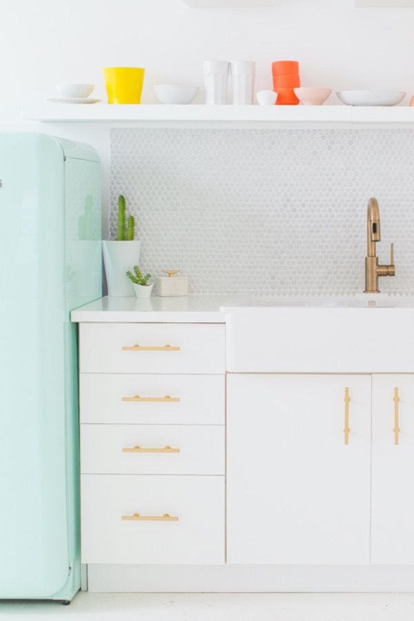 Sleek and Simple White Cabinet (by. sugarandcloth.com)
