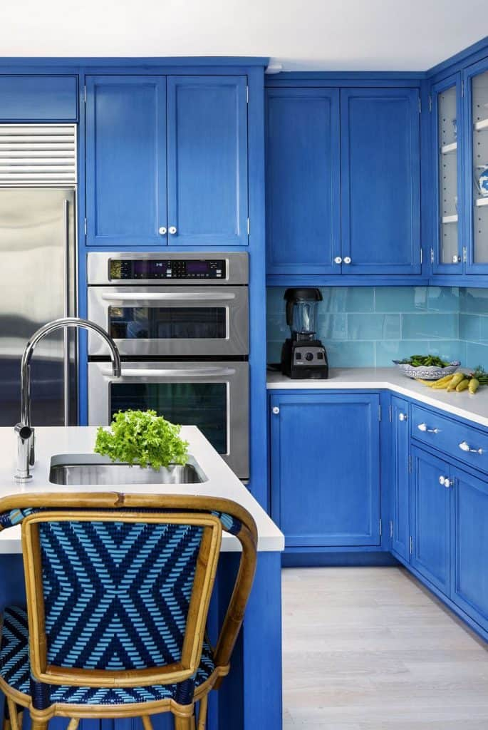 Navy Cabinetry (by. housebeautiful.com)